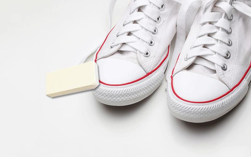 Sommer-Tipp: So werden Sneaker wieder weiß!